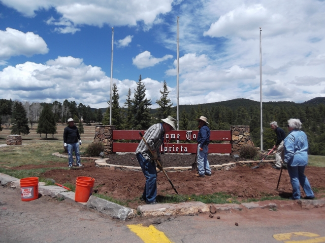 COM volunteers working at Glorieta - Copy